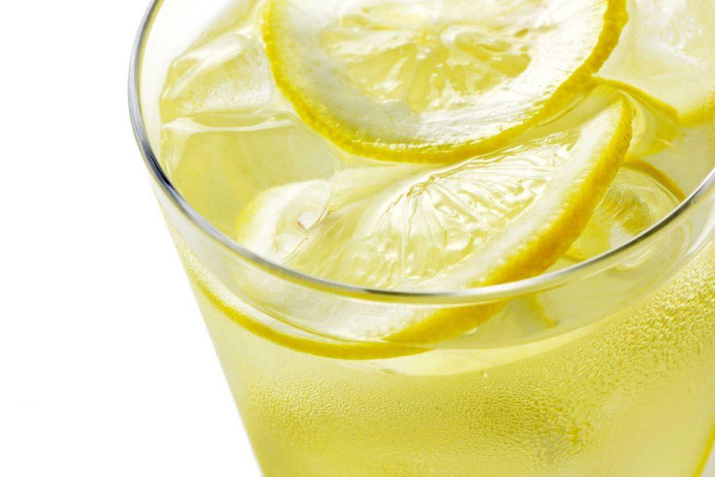 Agua y Limón por la mañana
